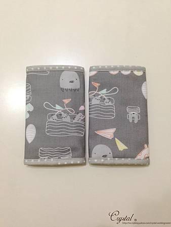 小妖怪-灰粉-Ergo背巾口水巾-2.jpg