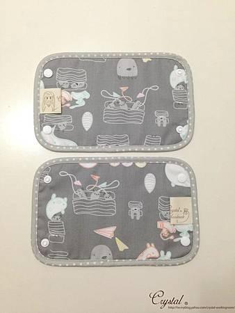 小妖怪-灰粉-Ergo背巾口水巾-3.jpg