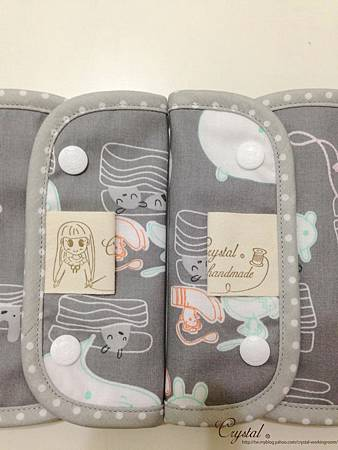 小妖怪-灰粉-Ergo背巾口水巾-5.jpg