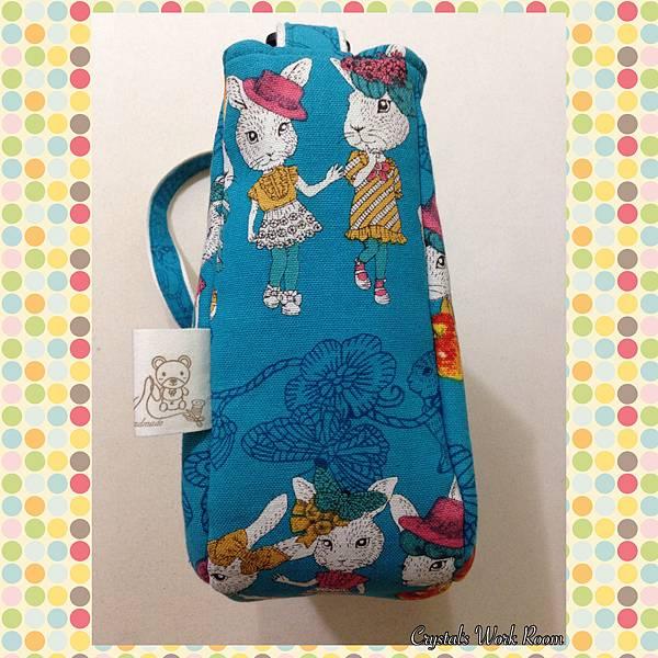 優雅LADY兔(水色)~A4斜背包(橫式)-4.JPG
