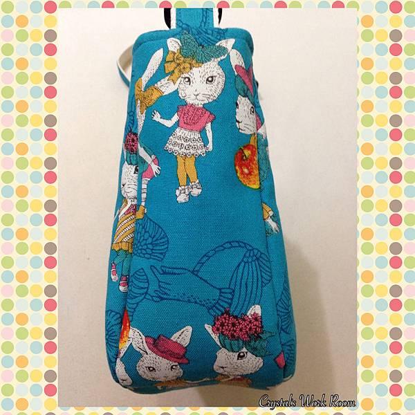 優雅LADY兔(水色)~A4斜背包(橫式)-5.JPG