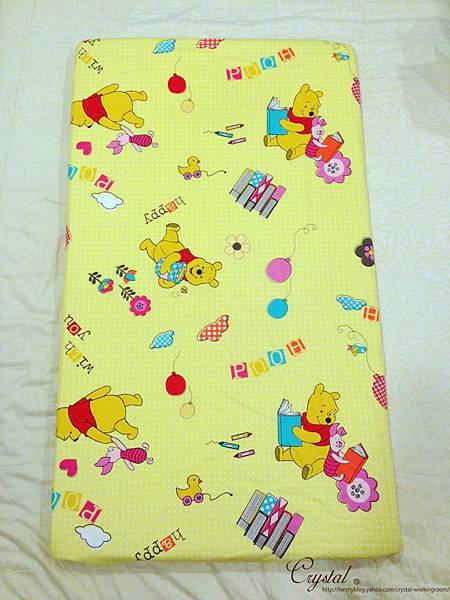 維尼-黃色-嬰兒床包130X70X10cm-1.jpg