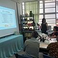 老師進行營養知識教育講座