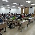 同學認真聆聽演講中