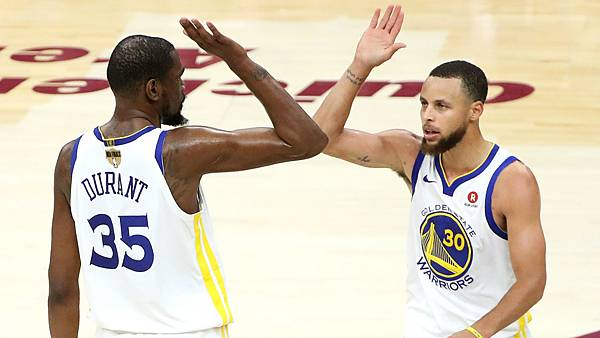 durant-curry-high-five-060818-ftr_76j0uyxq8p4t1s3d8dez9lfwk.jpg