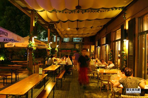 溫德德式戶外餐廳2.jpg