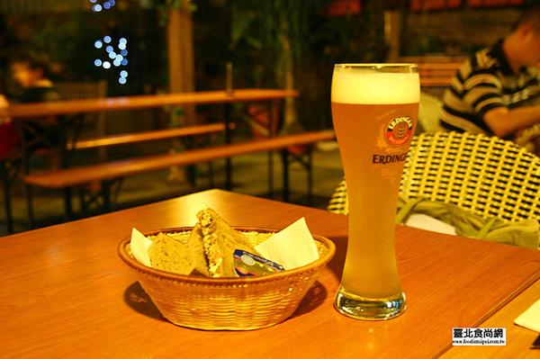 黑麥啤酒跟德國麵包.jpg