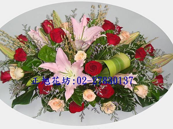 橢圓型玫瑰百合桌上花