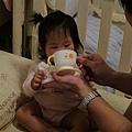 【13M5D】喜歡用杯子喝水.JPG
