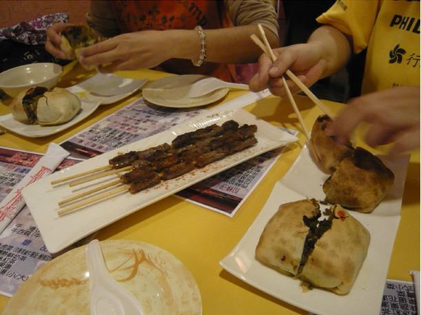 烤羊肉串、包子.jpg