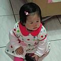 【1Y】大阿姨送給阿妞的新洋裝.JPG