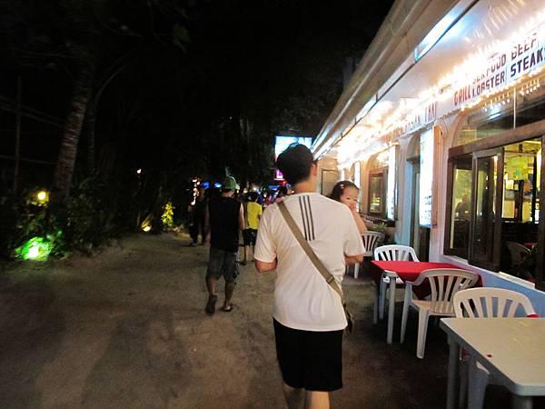 【長灘島】夜晚的沙灘路.JPG