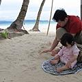 【長灘島】摳沾在腳上的沙.JPG
