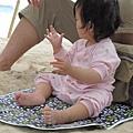 【長灘島】好奇手上的沙.JPG