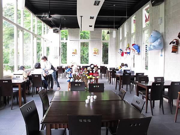 【大溪】花開了-另一個用餐區.JPG