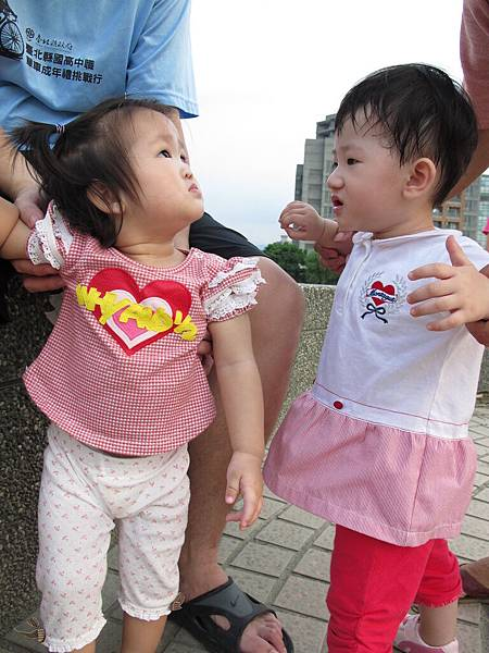 【14M24D】這個妹妹對阿妞很有興趣