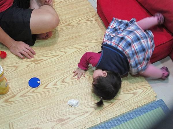 【11M14D】跌到地上.JPG