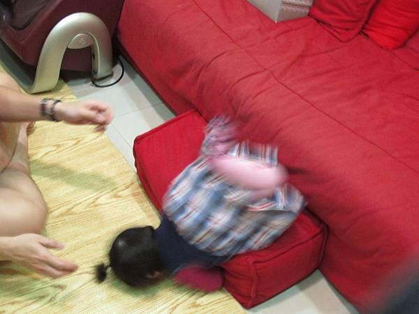 【11M14D】摔下來.JPG