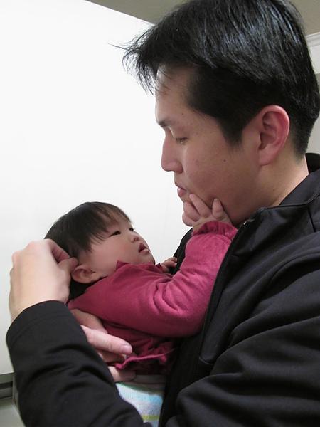 【11M1D】把拔幫阿妞撥頭髮.JPG.JPG
