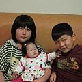 【1Y】做卡片給阿妞的青蓉姊姊和其實只有小二的勝勝哥哥.JPG