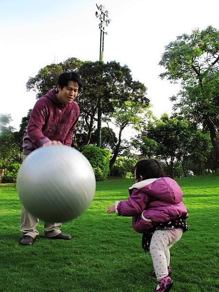 【12M16D】站起來想撲球.jpg