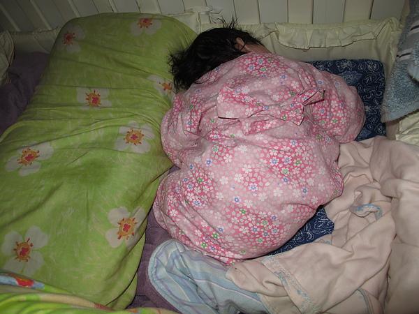 【10M2D】拗著身體睡.JPG.JPG