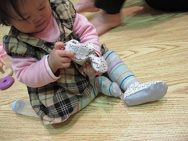 研究鞋子中.JPG