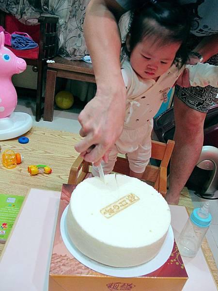 【13M7D】練習切蛋糕.JPG