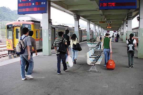 台東車站月台.JPG