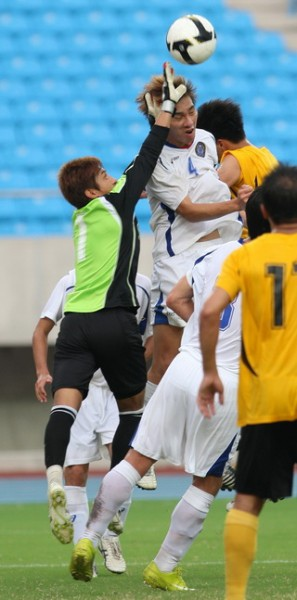 0918_北體門將韋聖心(左)奮力擋球.jpg
