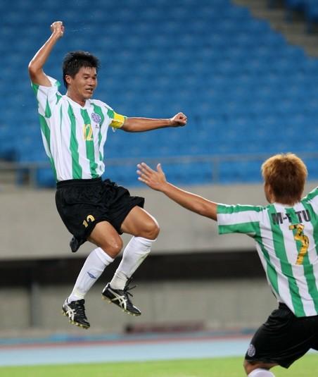 0918_台電陳俊明(左)首開紀錄.jpg