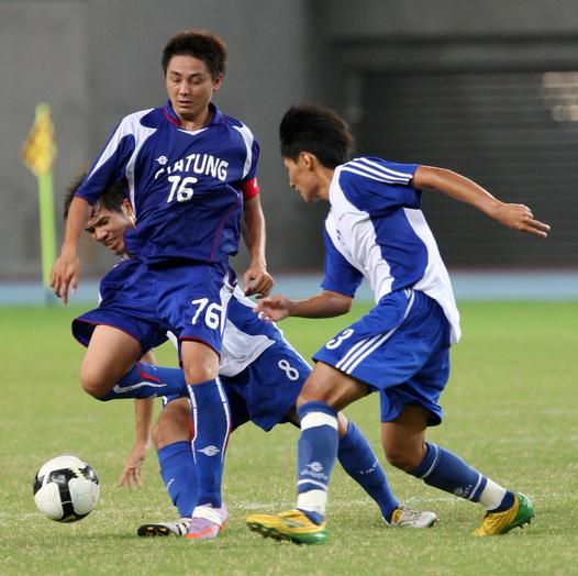 0918_許哲豪(左)連進兩球,助大同戰勝台體.jpg