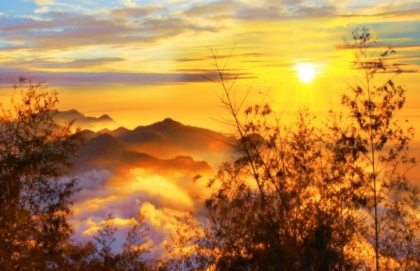 3美麗的秋在山巒上  二_01