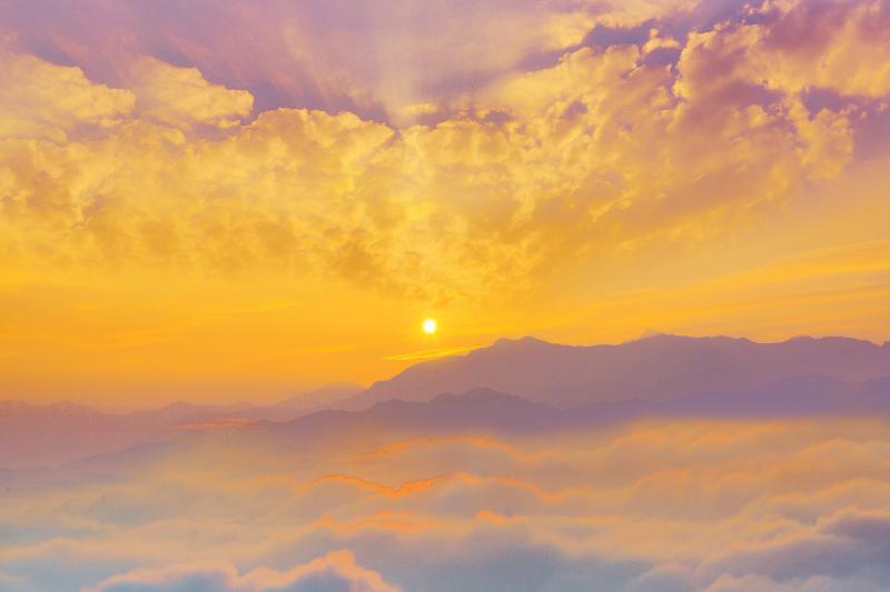 1台灣雲霧波光之美
