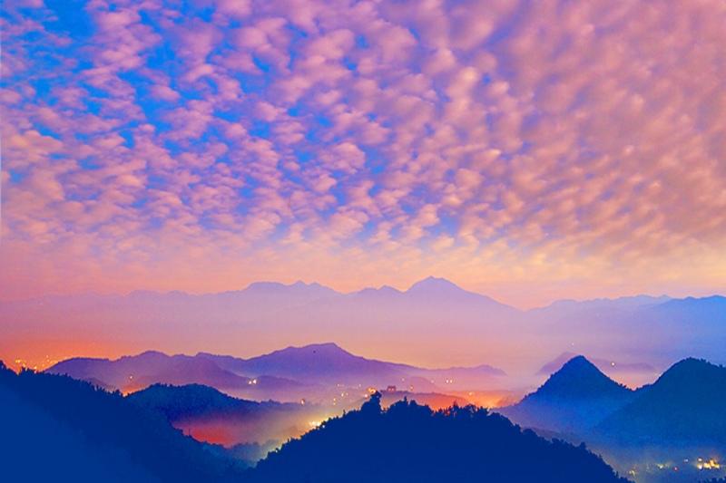 2台灣雲霧波光之美