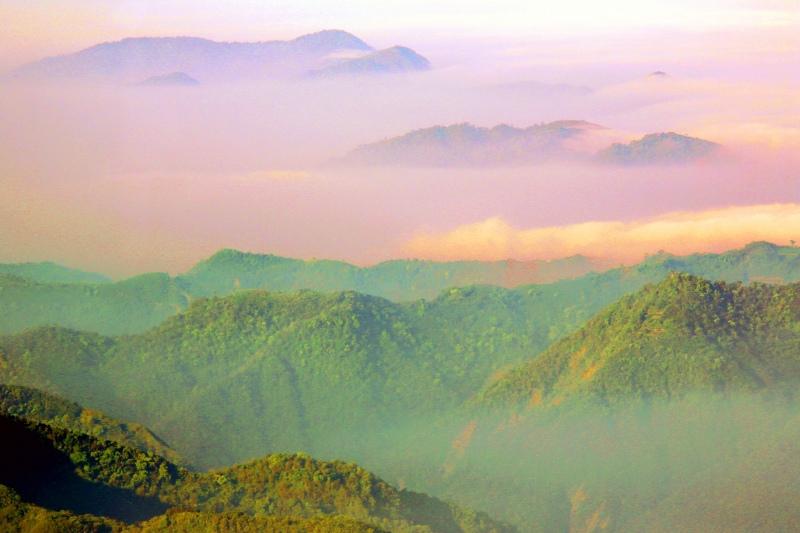15台灣雲霧波光之美