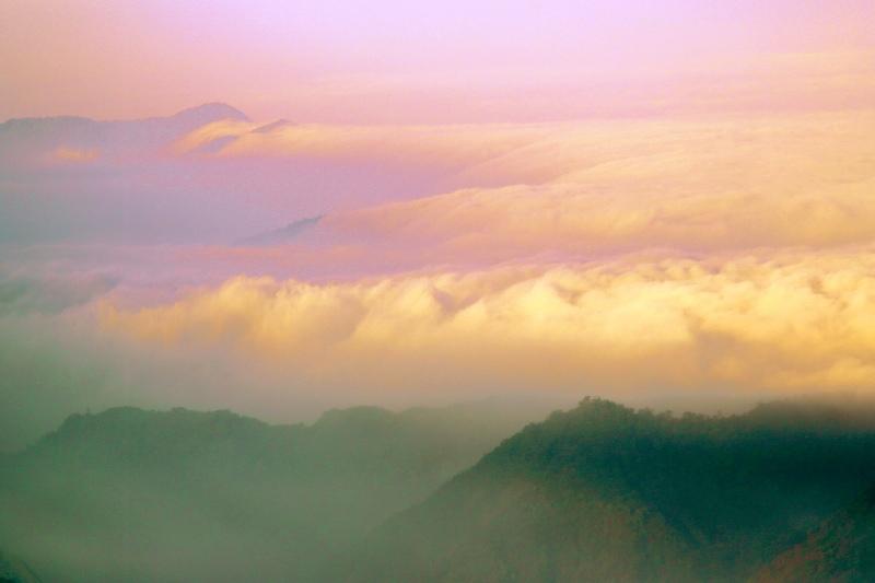 16台灣雲霧波光之美