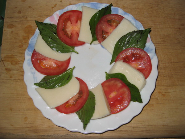 Basic ingredients for caprese