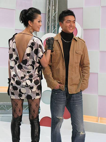第一組藝人是傅天穎&李沛旭