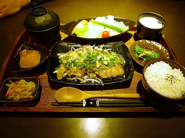 雪花牛肉酸菜白肉鍋.JPG
