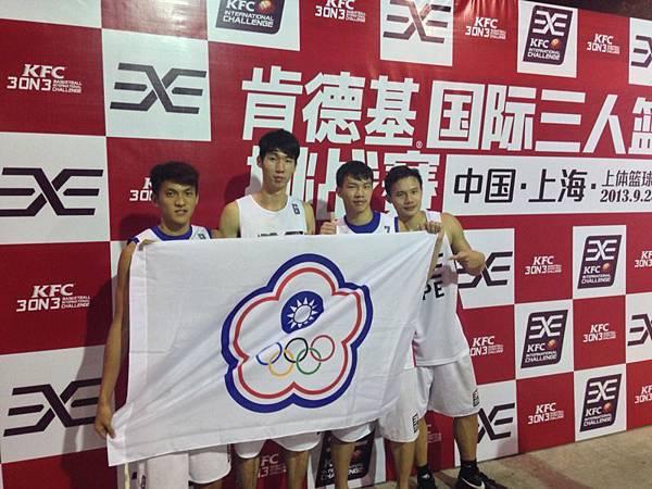 中華隊于煥亞、范士恩、劉靖、陳俊軒(由左至右)拿下「肯德基國際三對三籃球挑戰賽」四強佳績