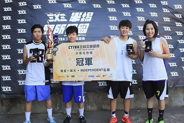 中華聽障女籃隊長許瑋玲(左二)領軍的「LOPE」隊在「CTTBA三對三巡迴賽」秋季站封后
