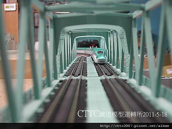 進入時光隧道的E5系??.JPG