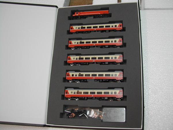 鐵支路 R100 + 莒光號列車.JPG