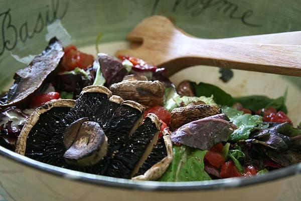 蘑菇野菜沙拉佐香檳洋梨醬