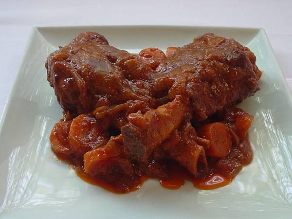 茄汁紅酒煨羊膝1