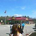 抵達Boston前的1.5小時會先到麥當勞用餐區休息,總車程約莫5小時