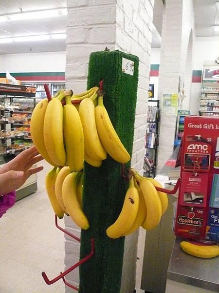 Boston的7-11有賣香蕉ㄟ,一根69cent,還算公道囉~