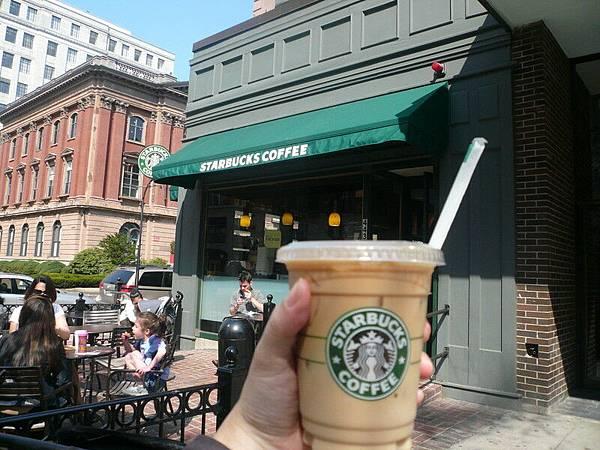 來到USA第一杯Starbucks中杯冰拿鐵