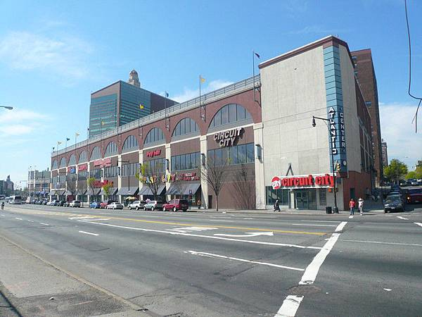 Brooklyn Altlantic的Shopping Mall裡面有Marshall暢貨中心(連鎖Outlet)以及Target(連鎖藥妝)